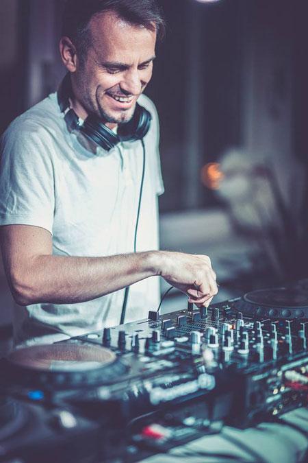 Behind The Beats - Frank Nova 4