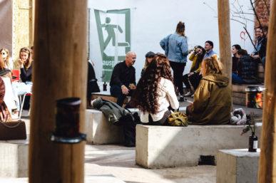 Kaffee und Kippe – Eine urbane Spielwiese