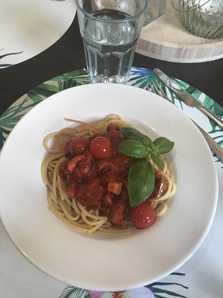 Yummy - Charmaine Frey - Spaghetti mit pikanter Tomatensoße